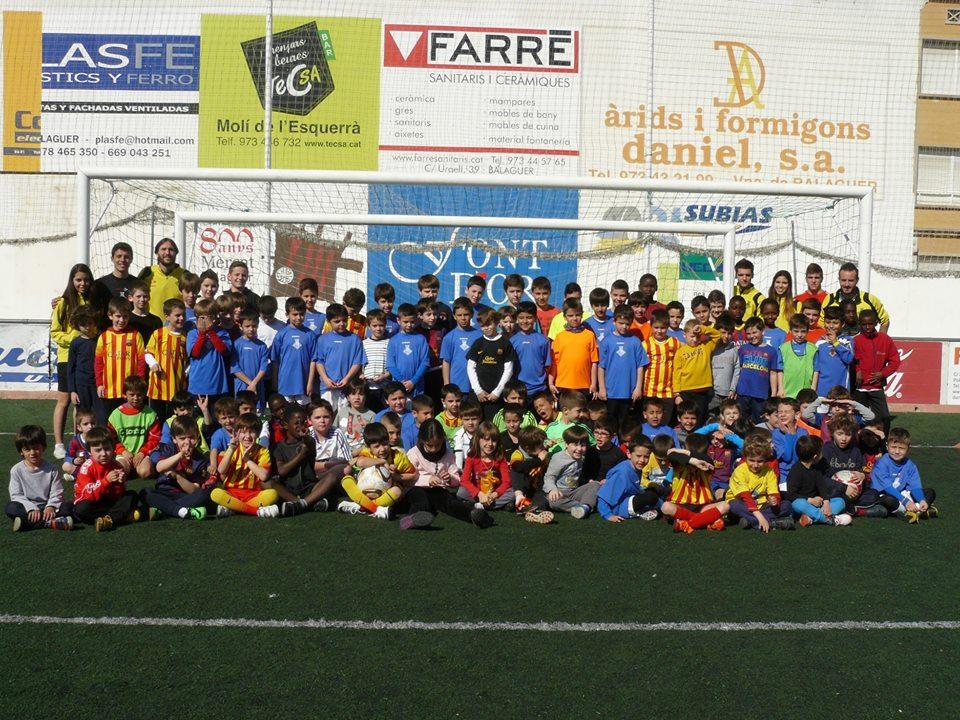 Fotografia de família dels participants a la Jornada de Portes Obertes (Foto: Escola CF Balaguer)