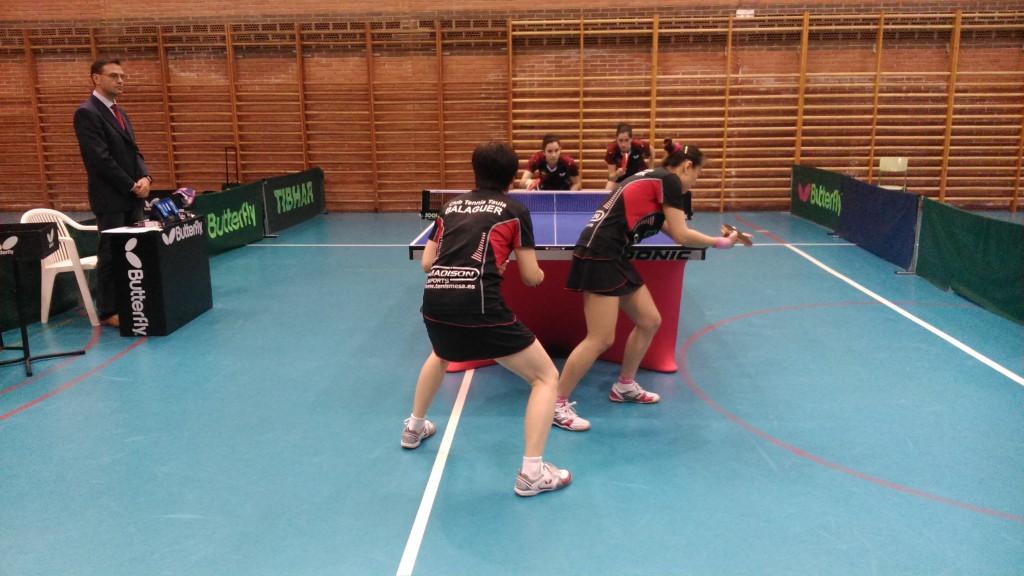 Moment del partit de dobles (Foto: CTT Balaguer)
