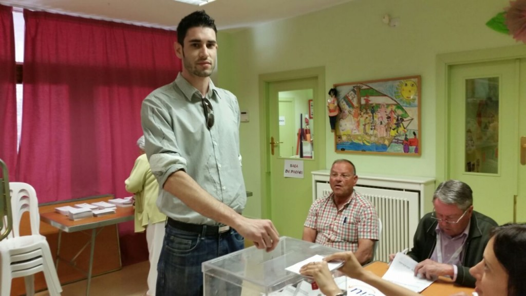 Àlex Mezcua, candidat per ICV-EUiA votant a Balaguer (Autor: M.Àngel Daviu)