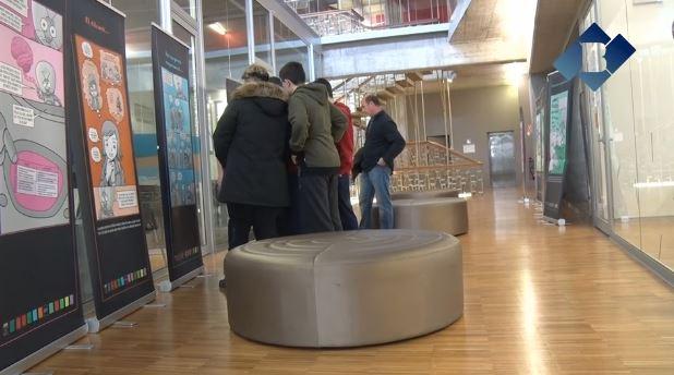 """Els escolars de Balaguer visiten l'exposició """"Sota pressió"""" a l'Oficina Jove de la Noguera"""