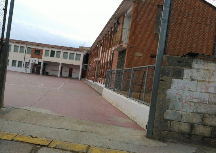 Retiren la porta de l'escola d'Albesa per poder votar l'1-O