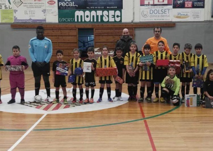 L'EFS Balaguer Comtat d'Urgell recull prop de 200 joguines amb el quart torneig solidari de Nadal