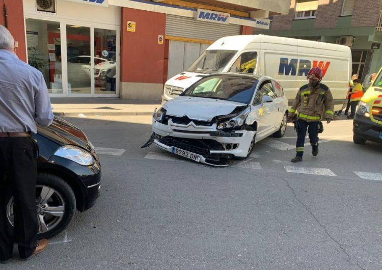 Col·lisió entre dos vehicles a la plaça de Vedruna de Balaguer