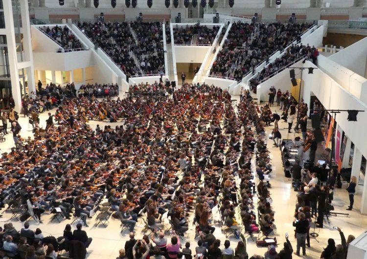 Alumnes de l'Escola Municipal de Música de Balaguer participen a la trobada de corda fregada Fiddle