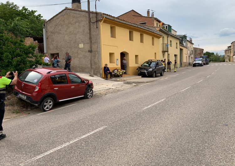 Dos ferits en un accident a la C-12 a Les Avellanes