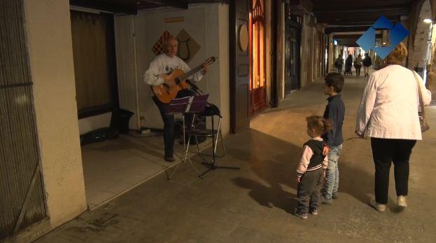 El centre històric prepara la diada de Sant Jordi amb un recital de cançó popular