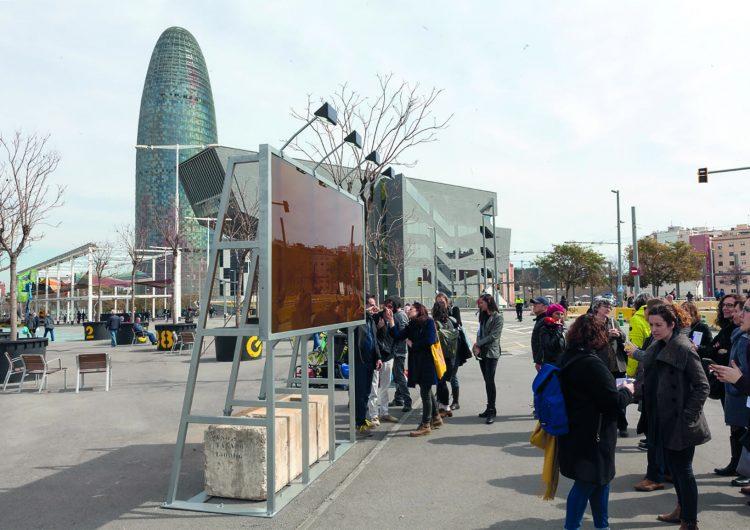 Torrons i Mel Alemany aporta 300 quilos de mel per a una instal•lació de l'artista Luis Bisbe a la plaça de les Glòries de Barcelona