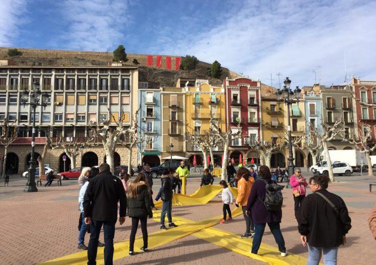 Cartells i murals per exigir la llibertat dels presos polítics a Balaguer