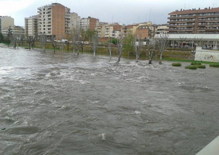 El riu Segre es desborda en el seu pas per Balaguer