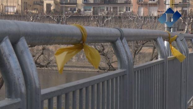 Balaguer es tenyeix de groc per reclamar l'alliberament dels presos
