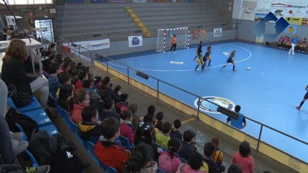 Les escoles de Balaguer al Mundial de Futbol Sala Femení