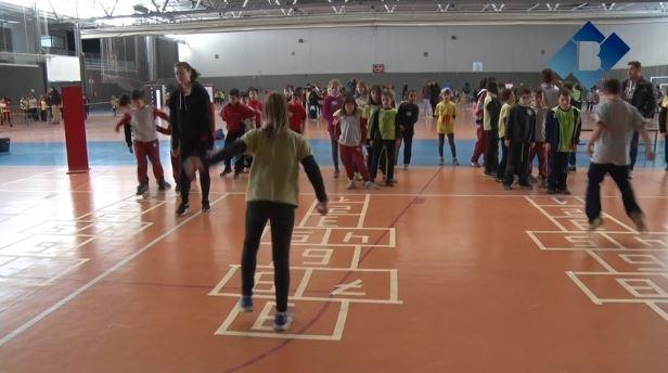 Els escolars balaguerins recuperen jocs tradicionals en la 24a edició de la Fira de Jocs de Pati