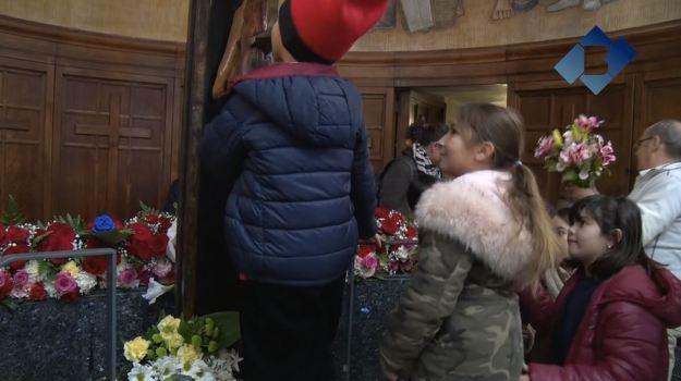 Tret de sortida a les Festes del Sant Crist amb la tradicional ofrena floral