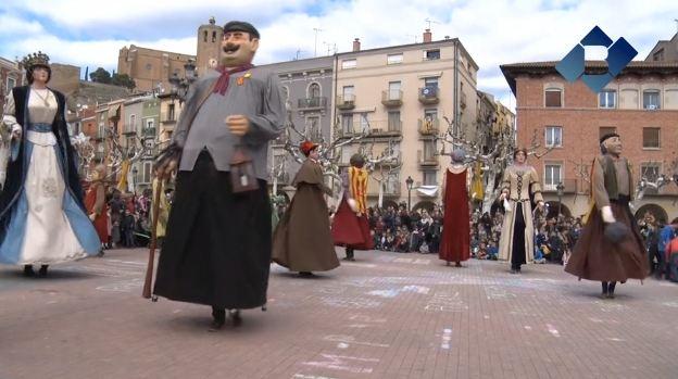 Ballada de gegants i vermut popular per celebrar el dia de Festa Major