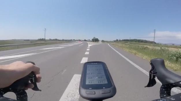 Investiguen un conductor que va estar a punt d'atropellar un ciclista a Balaguer