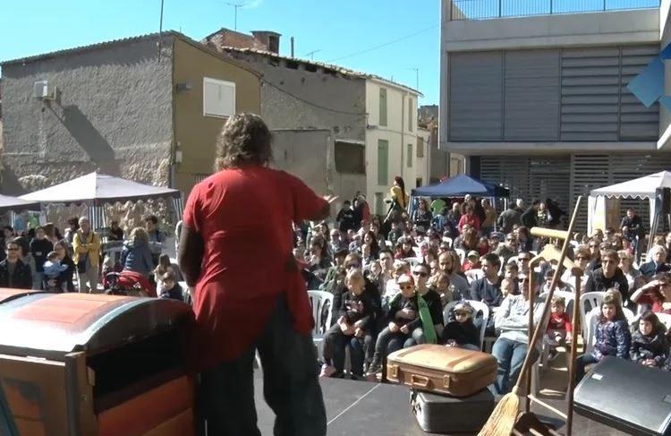 Encontats fa bategar el centre històric de Balaguer amb contes i faules