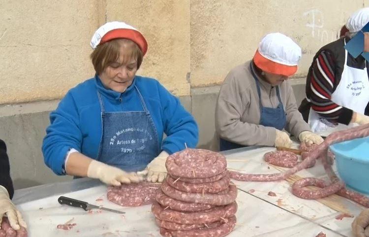 Artesa de Segre celebra la tradicional matança del porc