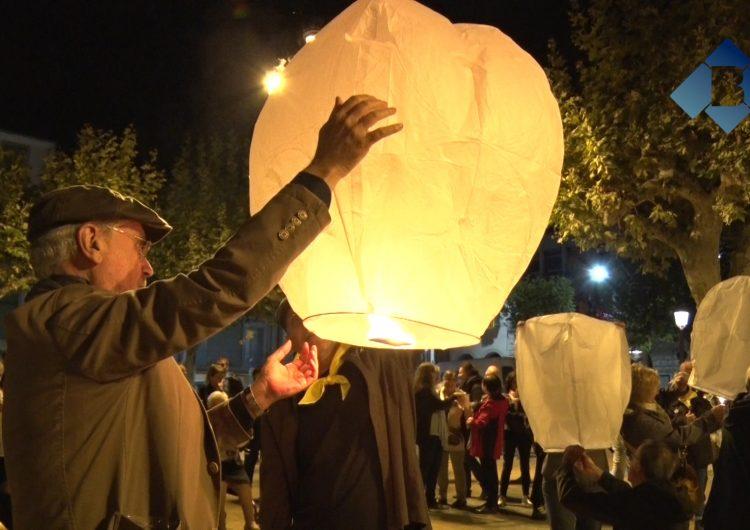 Balaguer enlaira globus en record dels Jordis quan es compleix un any del seu empresonament
