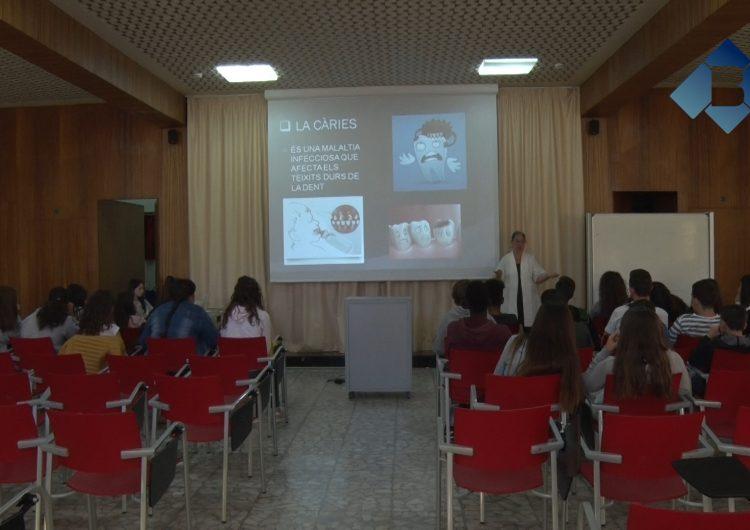 """La Clínica Dental Balaguer imparteix el taller """"Cuidem el somriure"""" als alumnes de secundària de l'Escola Vedruna"""