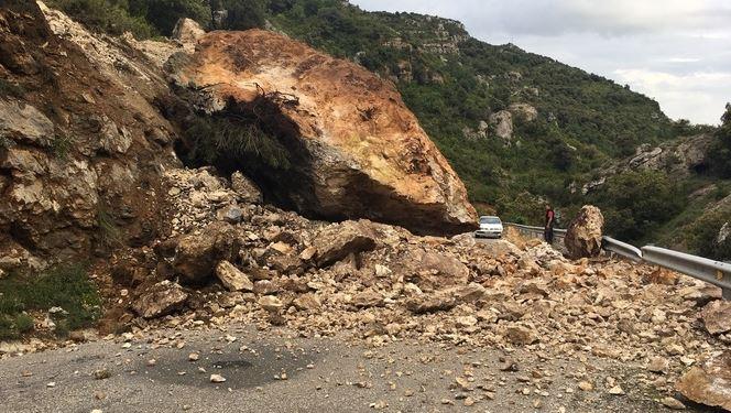 Reobren la carretera de Vilanova de Meià un cop retirada la roca de grans dimensions caiguda a la calçada