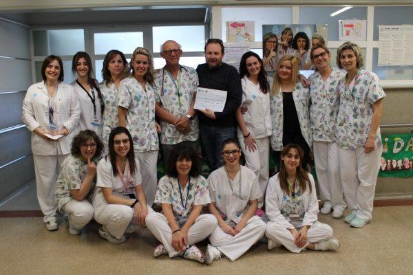 El mestre torroner Joan Baldomà del Forn de Pa de Les Avellanes dona 500 euros al Servei de Pediatria de l'Hospital Arnau de Vilanova