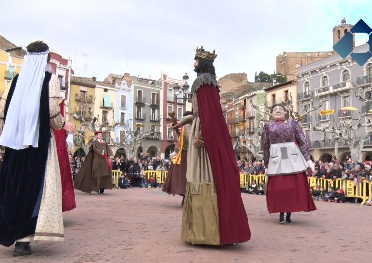 Els gegants i el vermut popular reuneixen centenars de balaguerins durant el dia de Festa Major