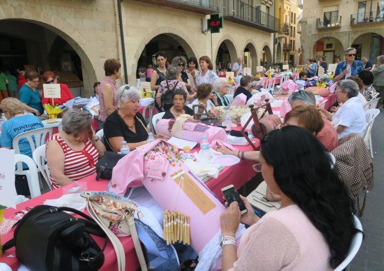 Més de 130 puntaires a la tradicional trobada a Balaguer