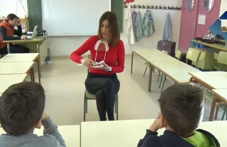 L'escola de Montgai acull un taller de salut bucodental impartit per l'Institut Dental la Noguera
