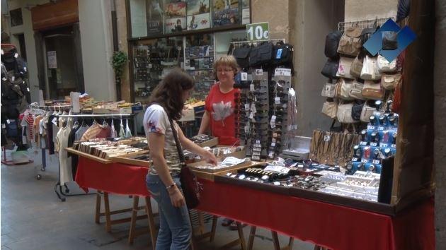"""Els comerciants del centre històric de Balaguer posen fi a les rebaixes d'estiu amb una nova edició del """"Mercat de la Ganga"""""""