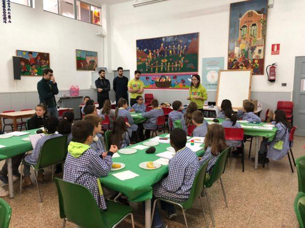 L'alumnat de 3er de primària de l'escola Gaspar de Portolà, participa al primer taller de cuina inclòs dins del programa Nereu  2018