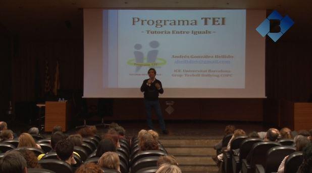 Andrés González explica el programa TEI a Balaguer
