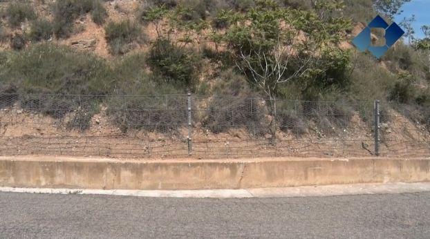 L'Ajuntament de Balaguer instal·la noves proteccions als talussos de la muralla