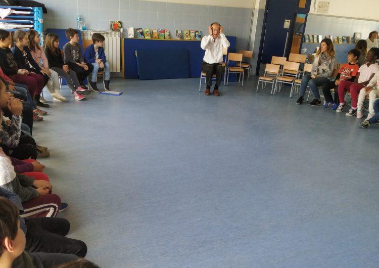 El poeta Ricard Bonmatí visita l'escola Mont-roig