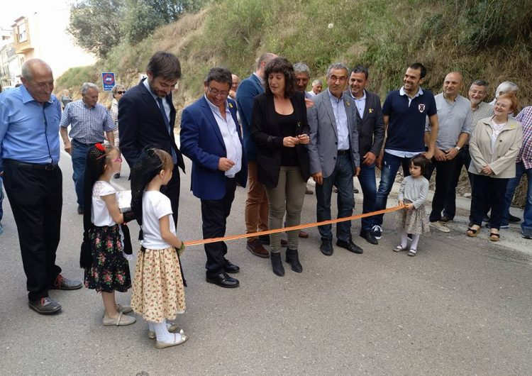 La consellera d'Agricultura, Ramaderia i Pesca, Teresa Jordà, inaugura les obres efectuades a la carretera vella de La Sentiu