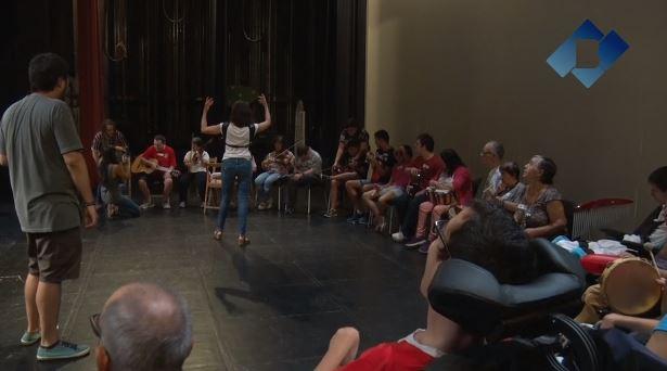 """El Teatre Municipal de Balaguer acull el taller de musicoteràpia """"Un matí d'orquestra"""""""