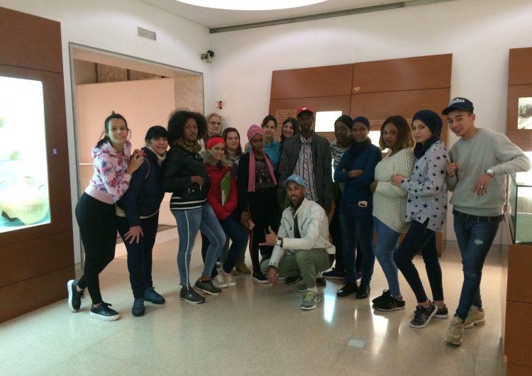Els alumnes dels cursos bàsics del Consorci per a la Normalització Lingüística visiten el Museu de la Noguera