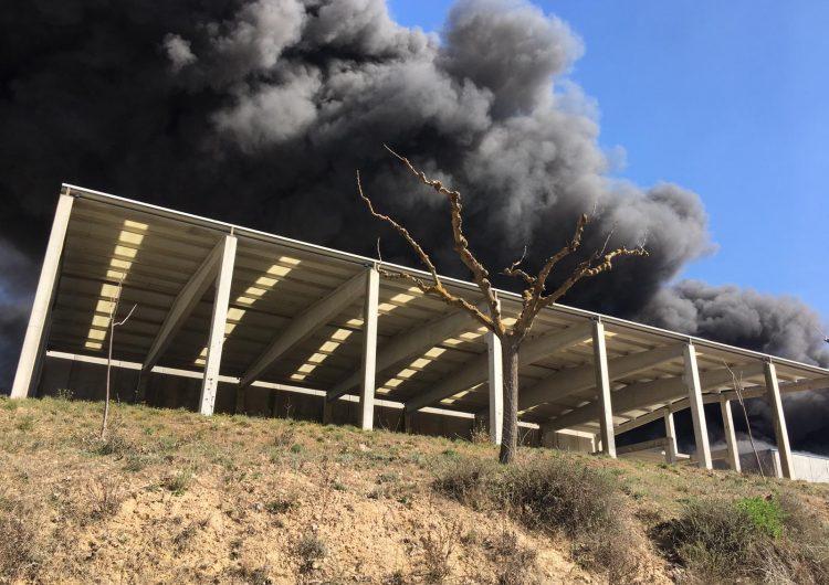 Incendi al polígon de Camarasa