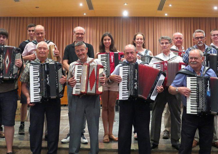 Una vintena d'acordionistes van participar aquest dissabte en la 6ª Trobada d'Acordions Ciutat de Balaguer
