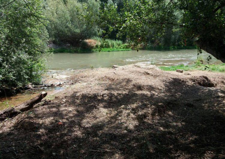Menàrguens neteja la zona de l'aiguabarreig del Farfanya i el Segre per habilitar-hi una zona d'esbarjo