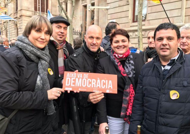 Alcaldes de la Noguera donen suport a Carme Forcadell a Barcelona