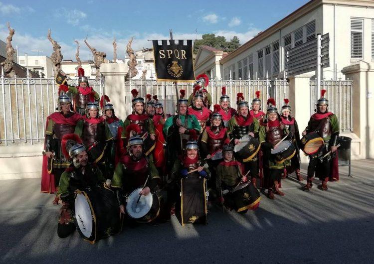 Els Armats de Balaguer desperten els veïns el Divendres Sant per fer la crida al tradicional Via-Crucis del Sant Crist