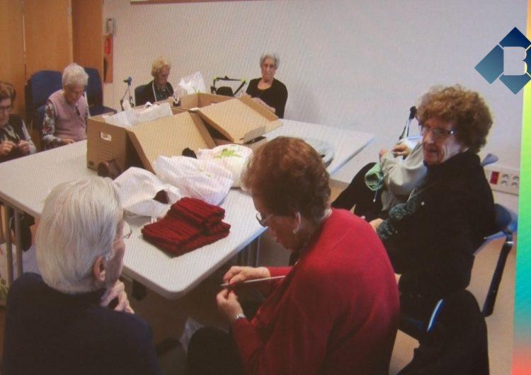 """El projecte """"Avis Solidaris"""" de Creu Roja La Noguera recapta poc més de 1.000 euros amb la venda d'objectes elaborats pels avis"""