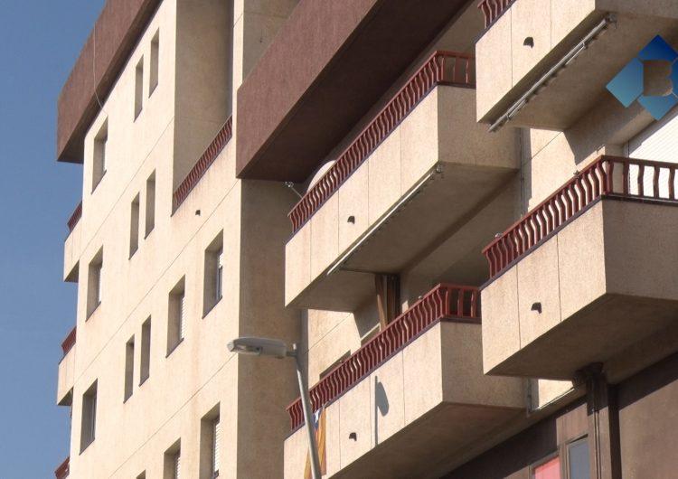 Mor un nen de dos anys en precipitar-se d'un segon pis a Balaguer