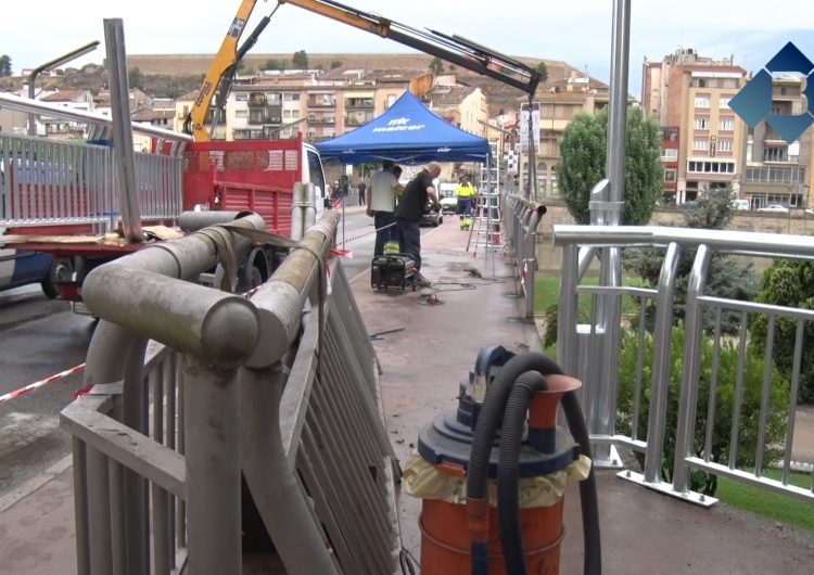 Comencen els treballs de substitució de les baranes del Pont Nou de Balaguer