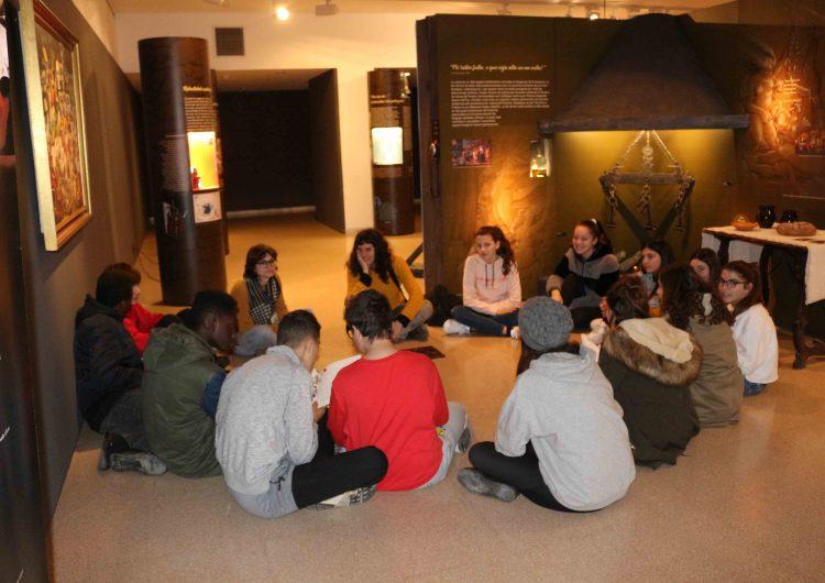 Èxit de les visites escolars a l'exposició sobre el fenomen de la bruixeria del Museu de la Noguera
