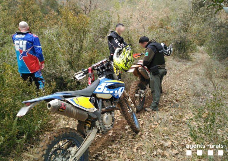 Denuncien dos persones per circular amb motocicletes tipus enduro per un sender en terreny forestal a Vilanova de Meià