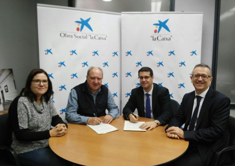 """Càritas i l'Obra Social """"la Caixa"""" signen un conveni de col·laboració pels ajuts escolars"""