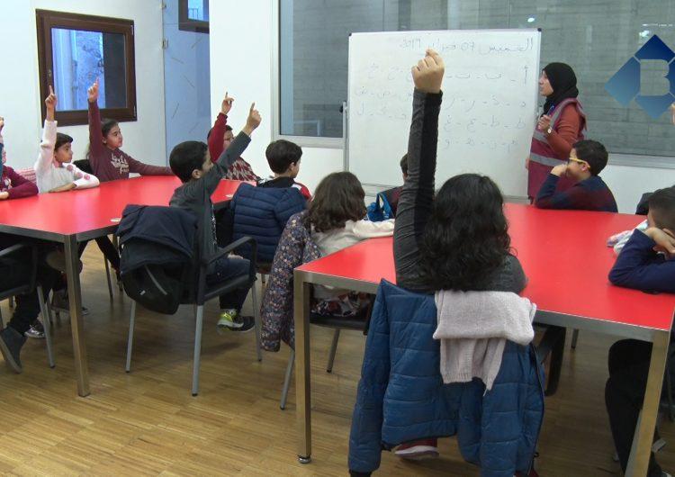 L'associació Chabab Al Amal organitza classes d'àrab obertes a tots els públics