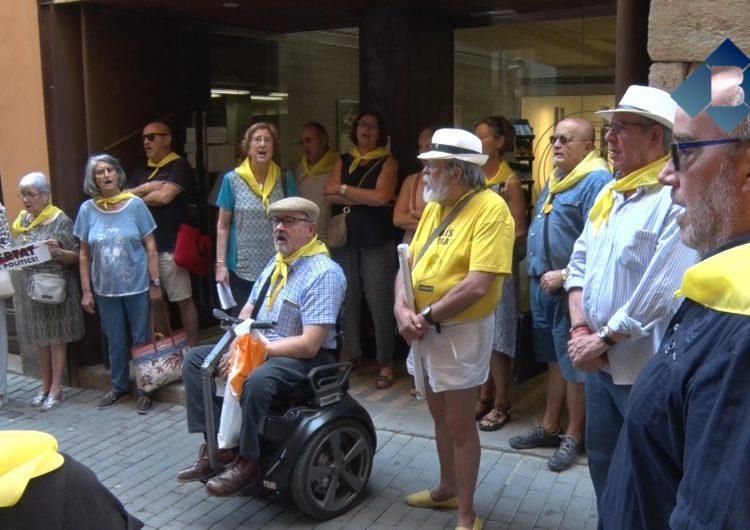 El Col•lectiu Llibertat continuarà penjant llaços grocs tot i l'advertiment de Ciutadans Balaguer