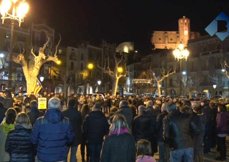 Concentració a la plaça Mercadal de Balaguer per mostrar suport als presos